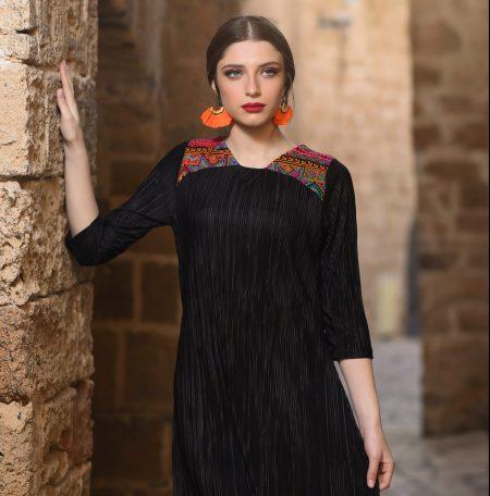שמלת נופר – שחור – רקמת צורות