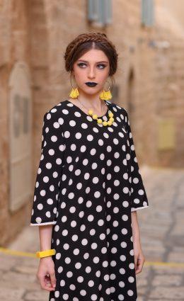 שמלת פונפונים – שחור