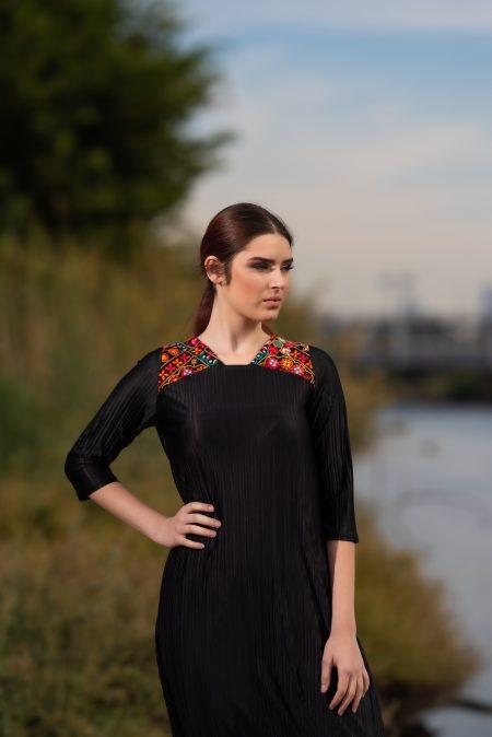 שמלת נופר – שחור – רקמה פרחונית