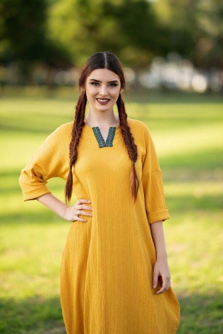 שמלת שקד – חרדל – רקמה טורקיז