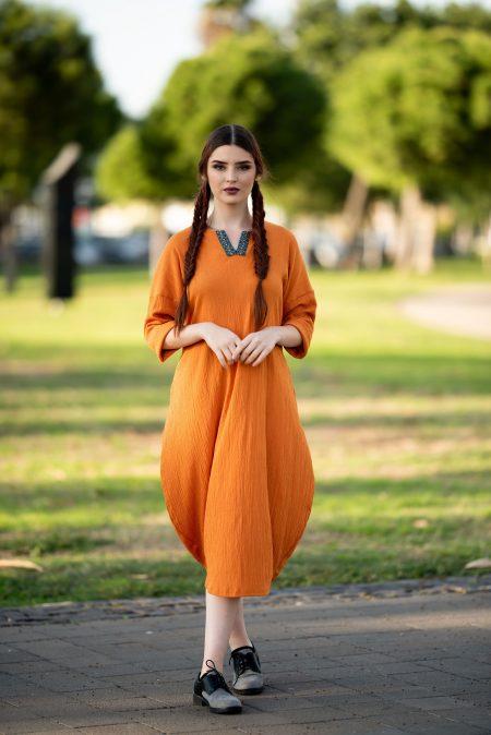 שמלת שקד – כתום – רקמה טורקיז
