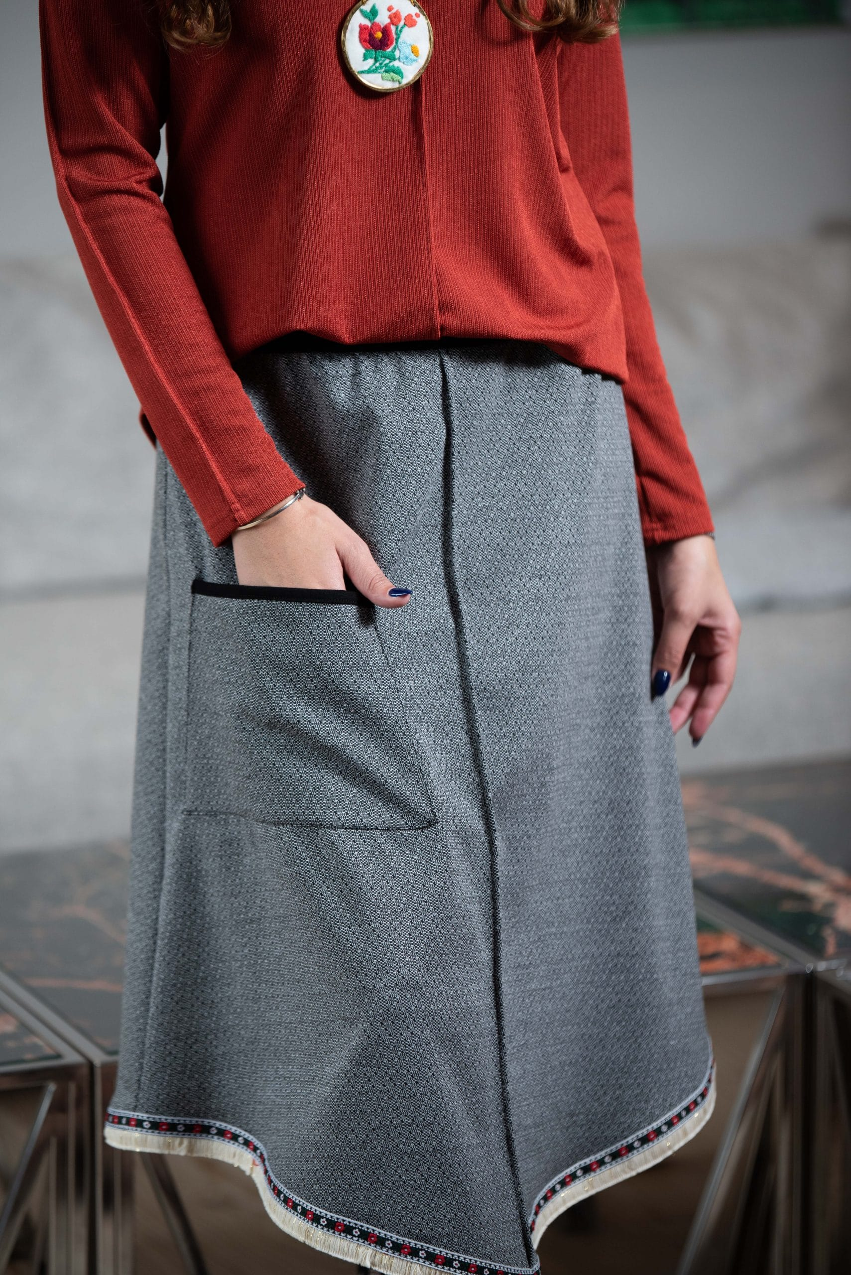 חצאית קשת - הדפס שחור